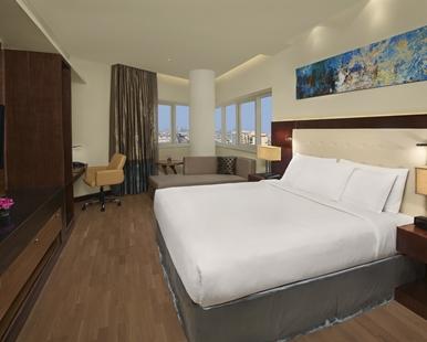 king_two_bedroom_suite_4