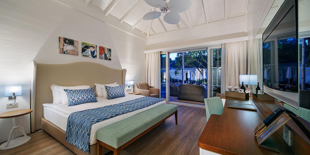 lagoon luxury villa1