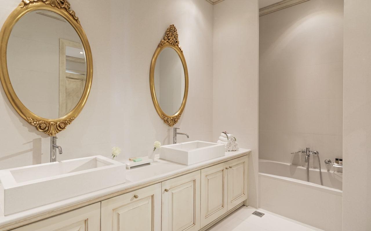 mitsis_crete_laguna_presidential_bathroom-min