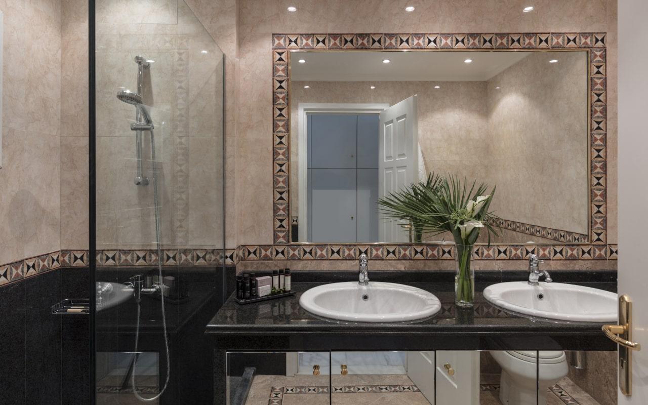 mitsis_crete_rinela_executive_suite_bathroom_3467-min