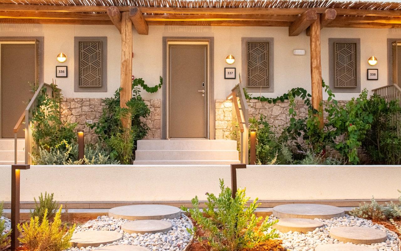 mitsis_crete_rinela_superior rooms_entrance2-min