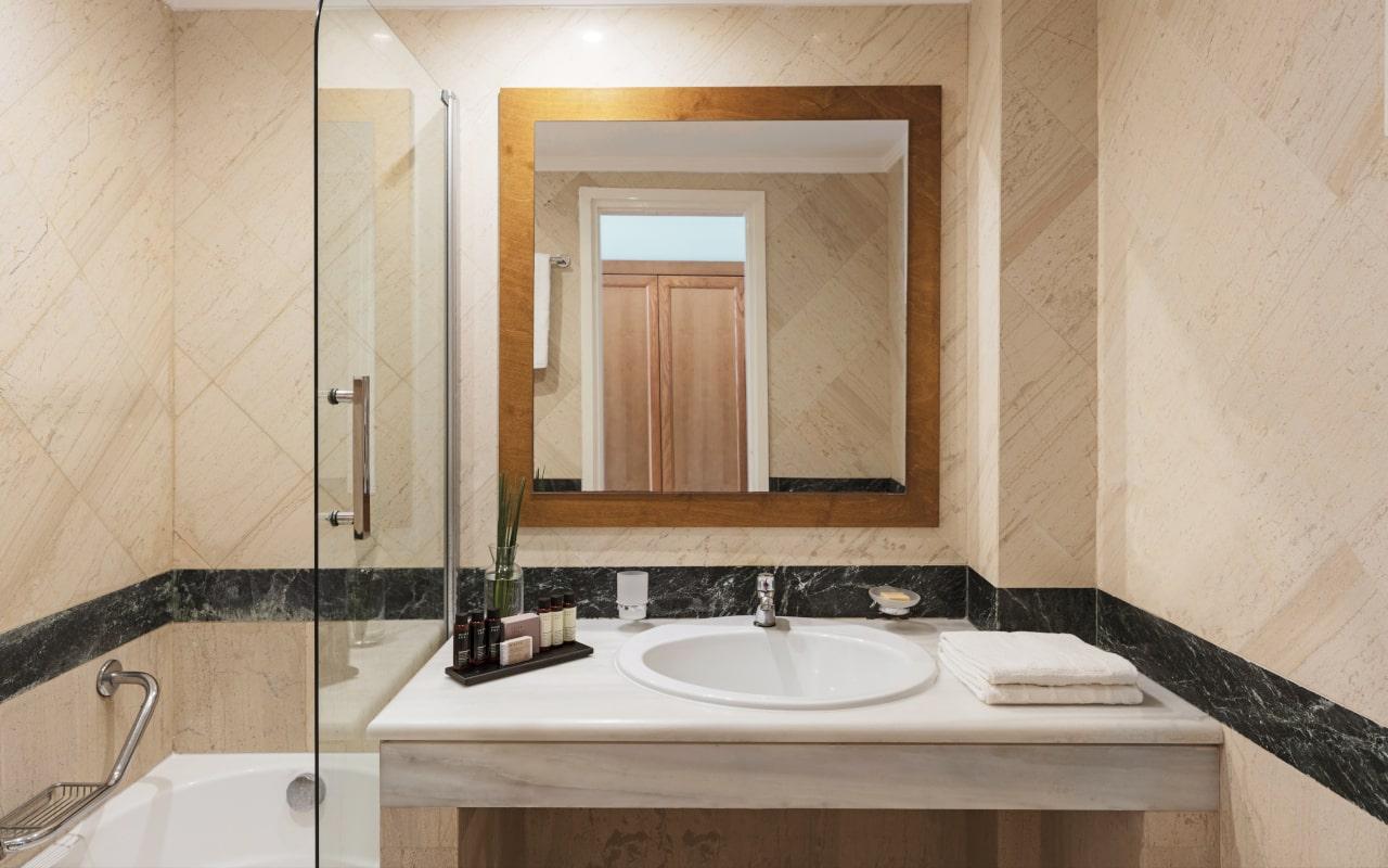 mitsis_crete_rinela_twin_sea_view_room_bathroom-min