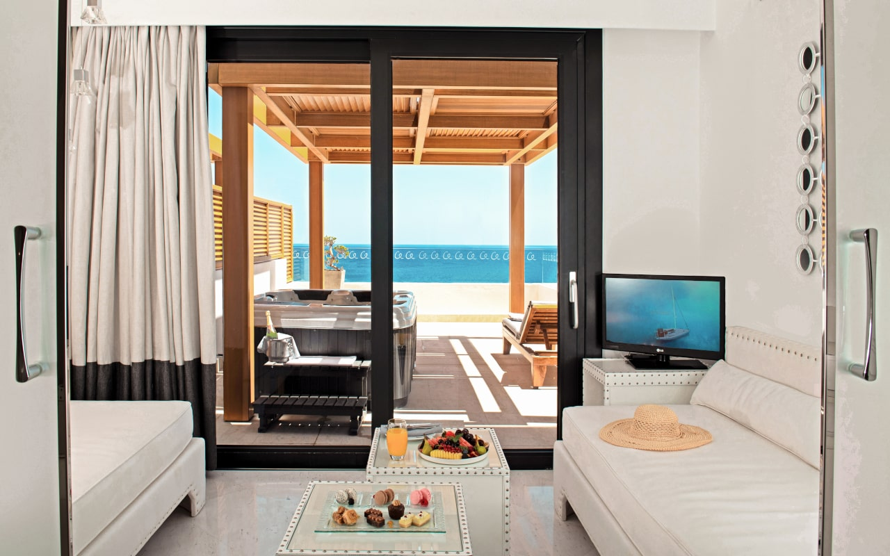 mitsis_rhodes_alila_family_suite_seaview_with_jazzi_2-min