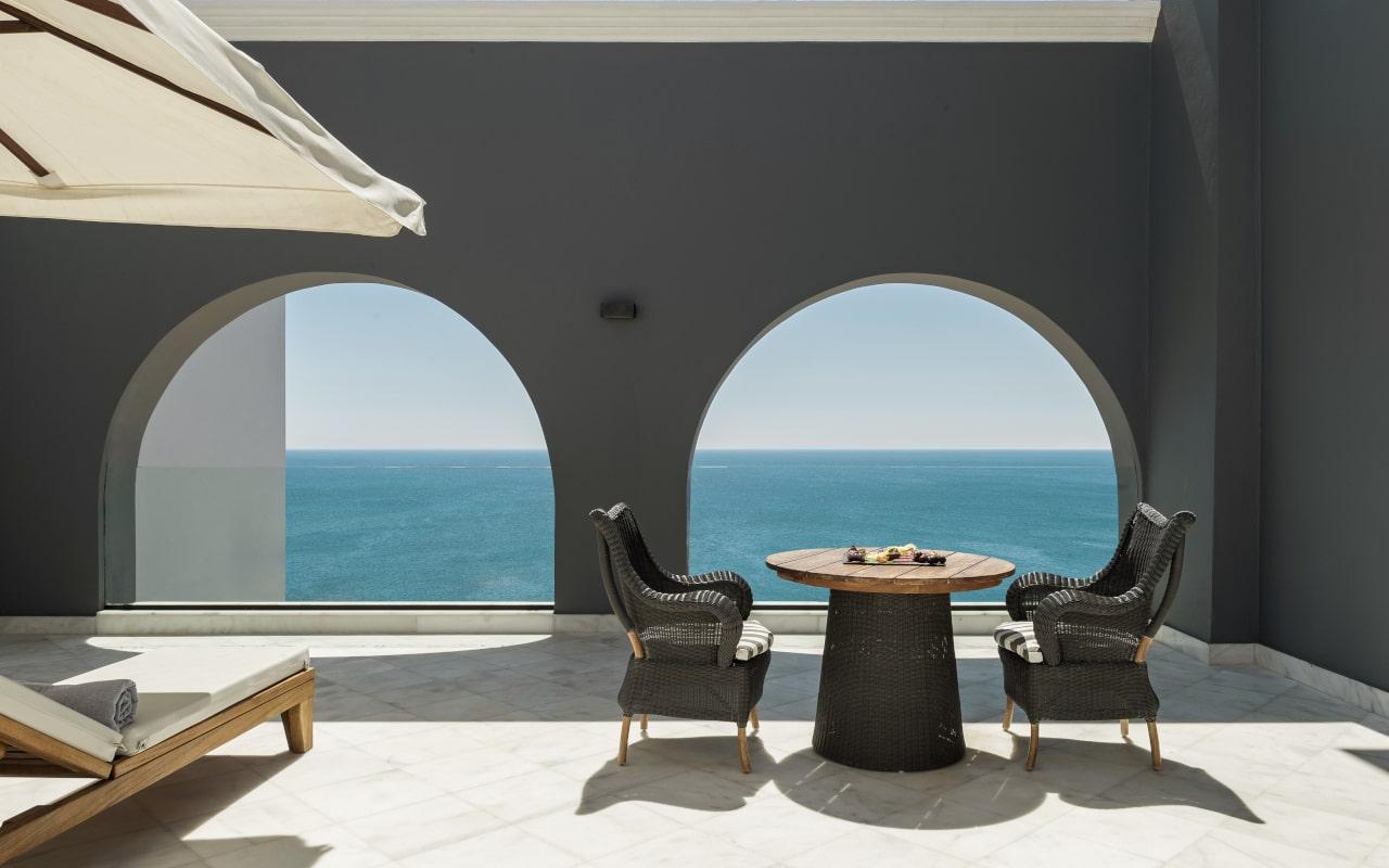 mitsis_rhodes_alila_presidential_suite_seaview_with_jazzi_balcony-min