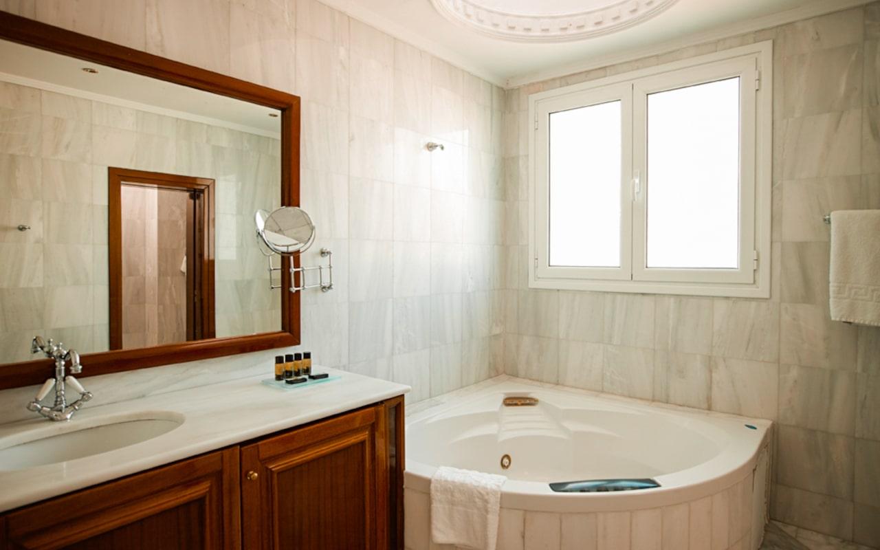 mitsis_rhodes_grand hotel_presidential_suite_bathroom-min