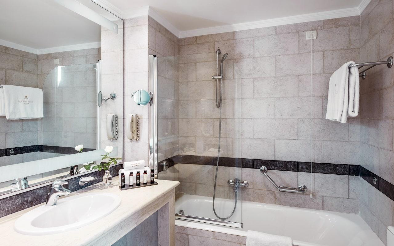 mitsis_rhodes_lindosmemories_maisonette_side_seaview_bathroom_9984-min