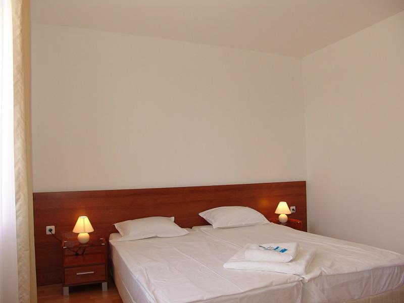 one bedroom 10