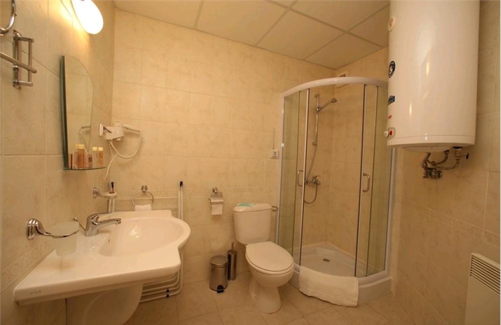 one-bedroom apt 4