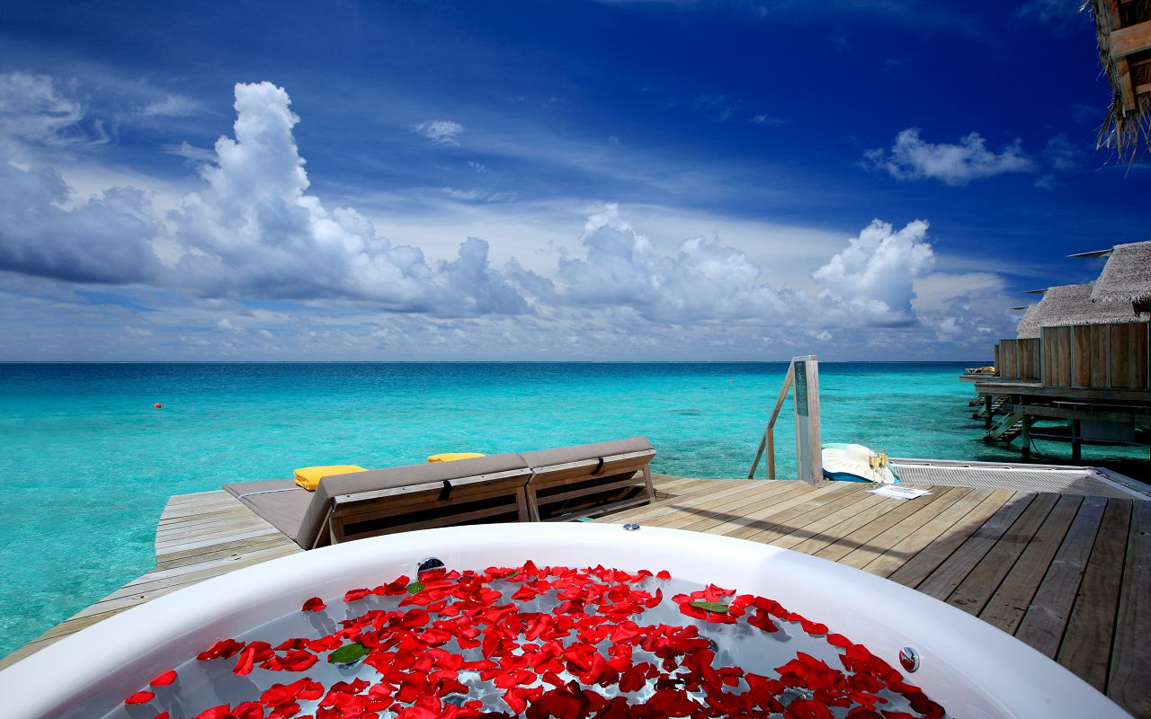 premium-deluxe-spa-water-villa-4