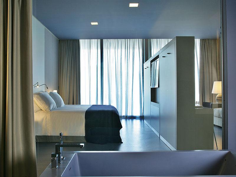 premium-hotel-room