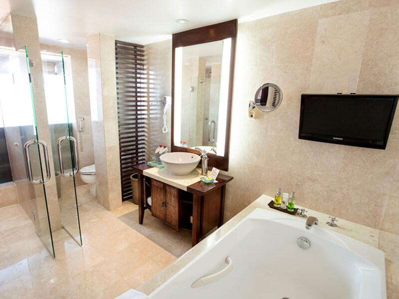 resort-club-bathroom-at-ramayana-hotel-bali