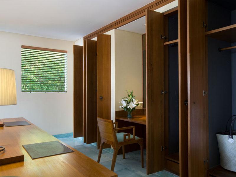 sadara-royal-suite-wardrobe