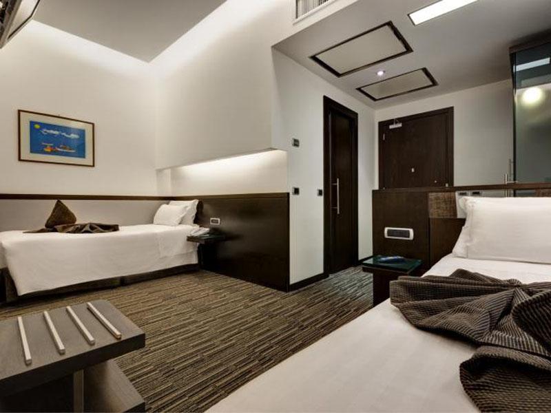 standard-room-hotel-universo