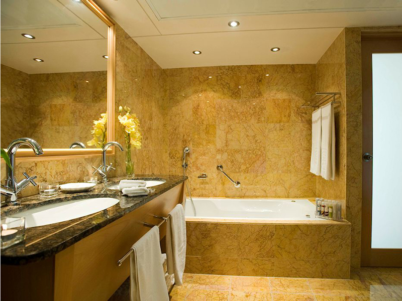 suite_bathroom