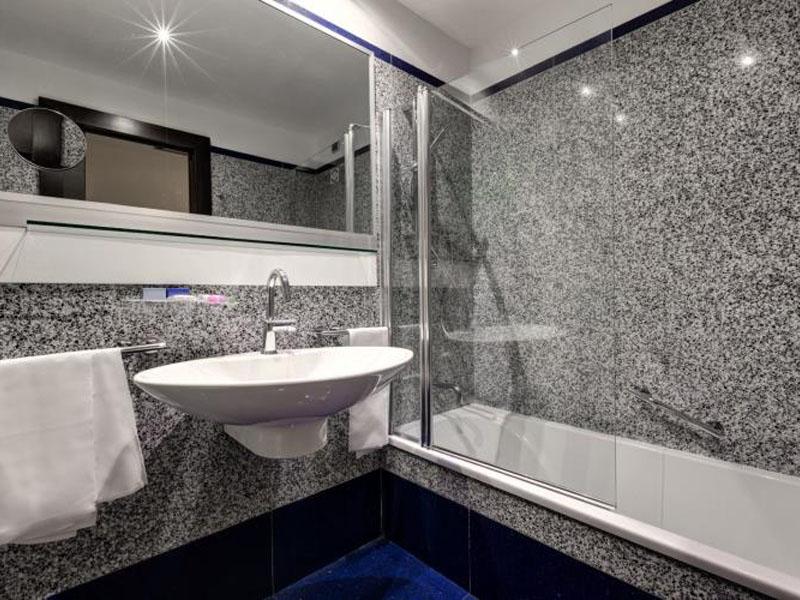 triple-room-best-western-plus-hotel-universo-roma (3)