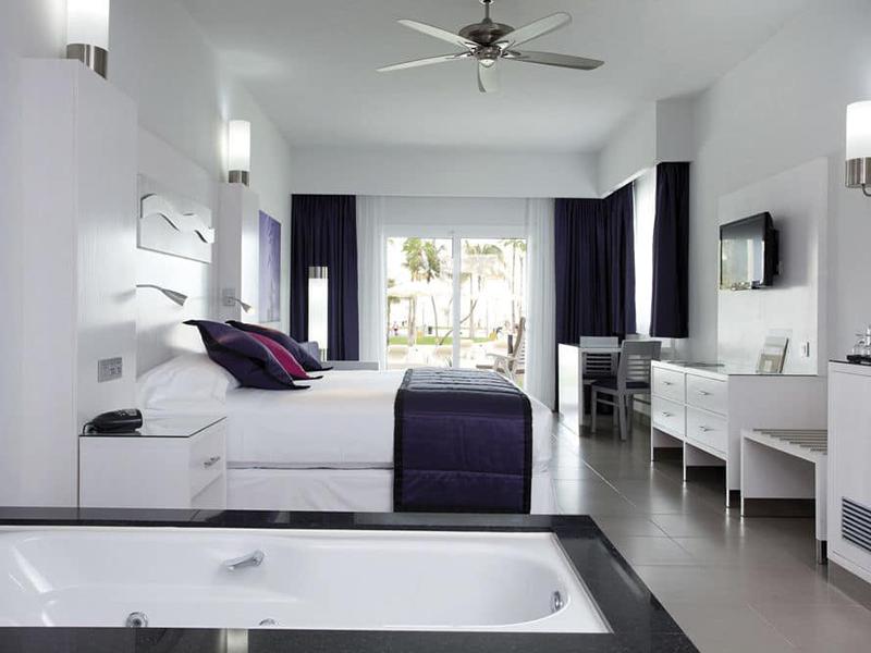 villa jacuzzi suite