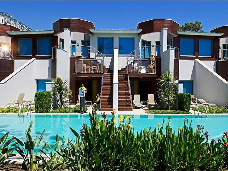 villa-lake-house