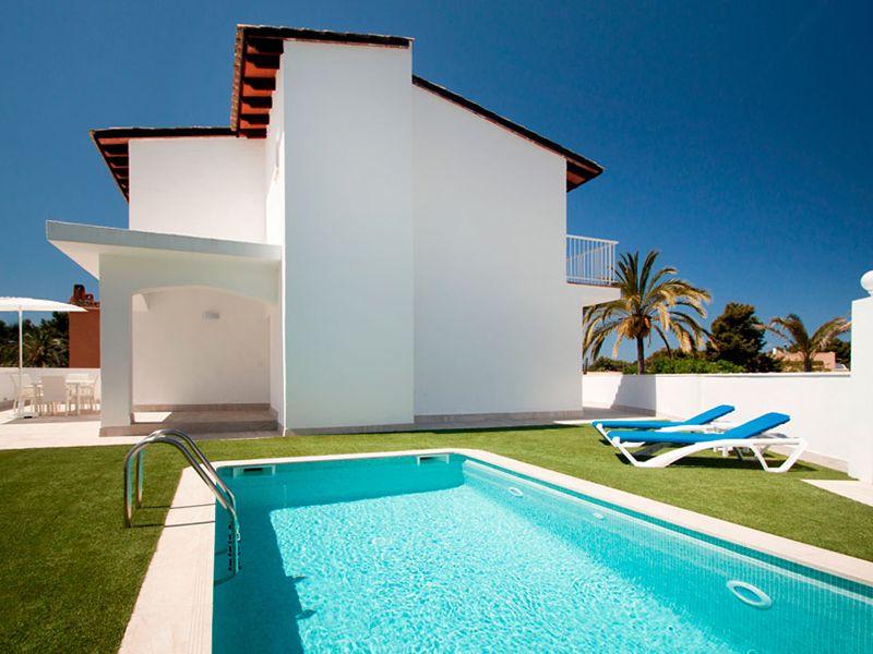 villa private pool12