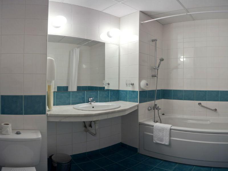 x bathroom with bath