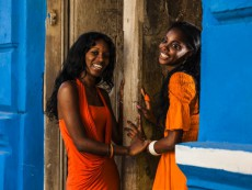La Habana Vieja (Old Havana district), girls