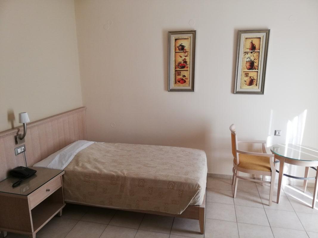 012 single bed room-min