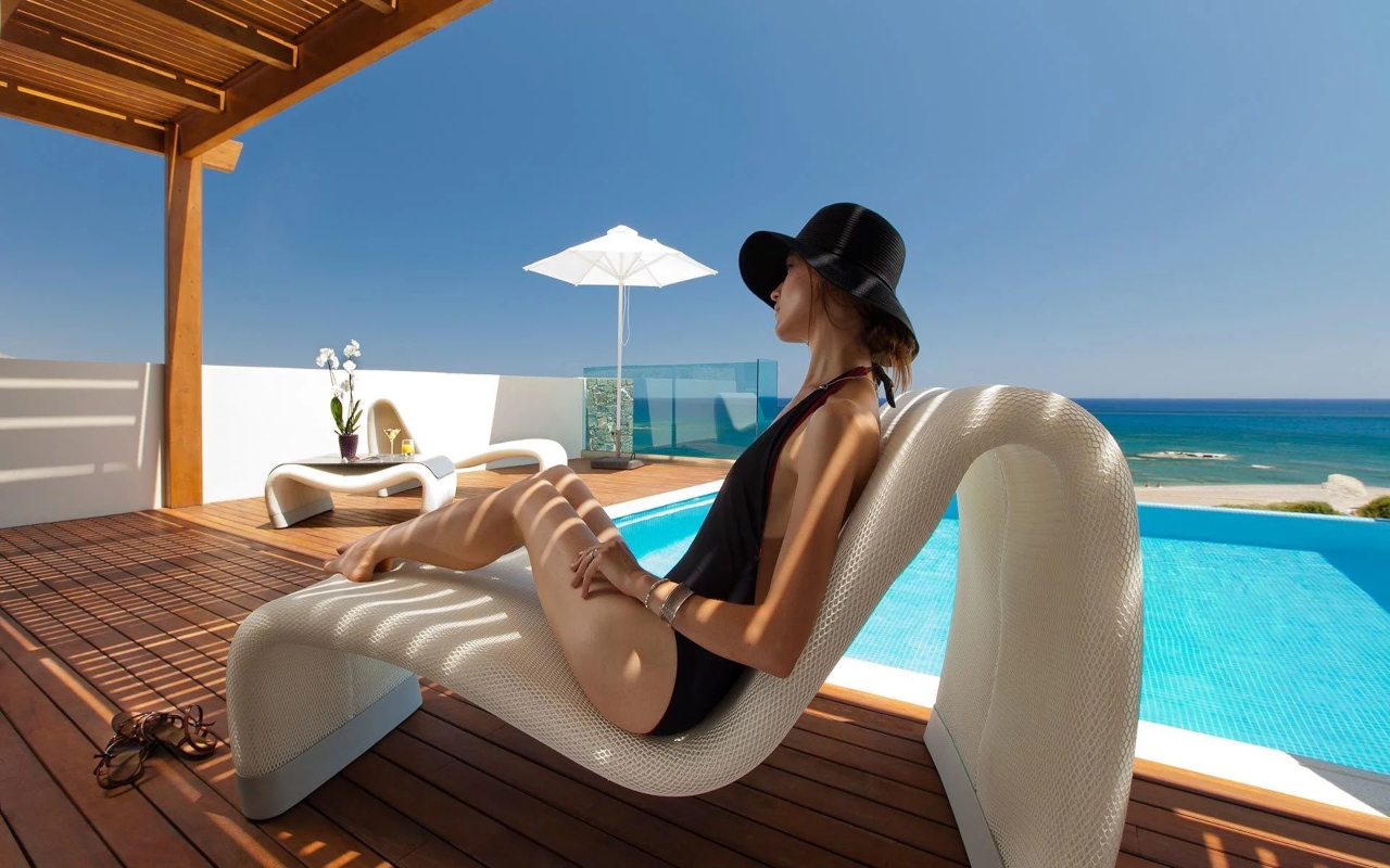 4_executive-suite-with-private-pool