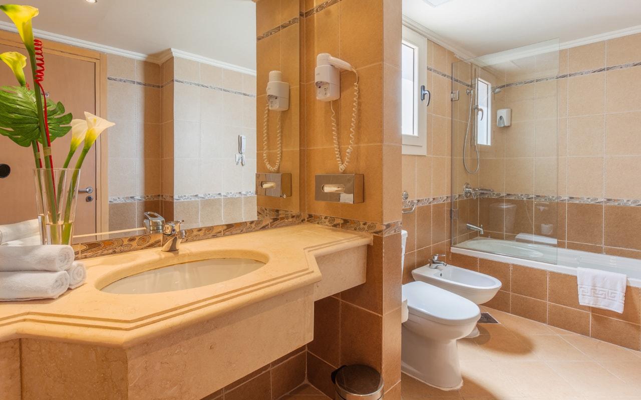 Beach Hotel - Bedroom Bathroom-min
