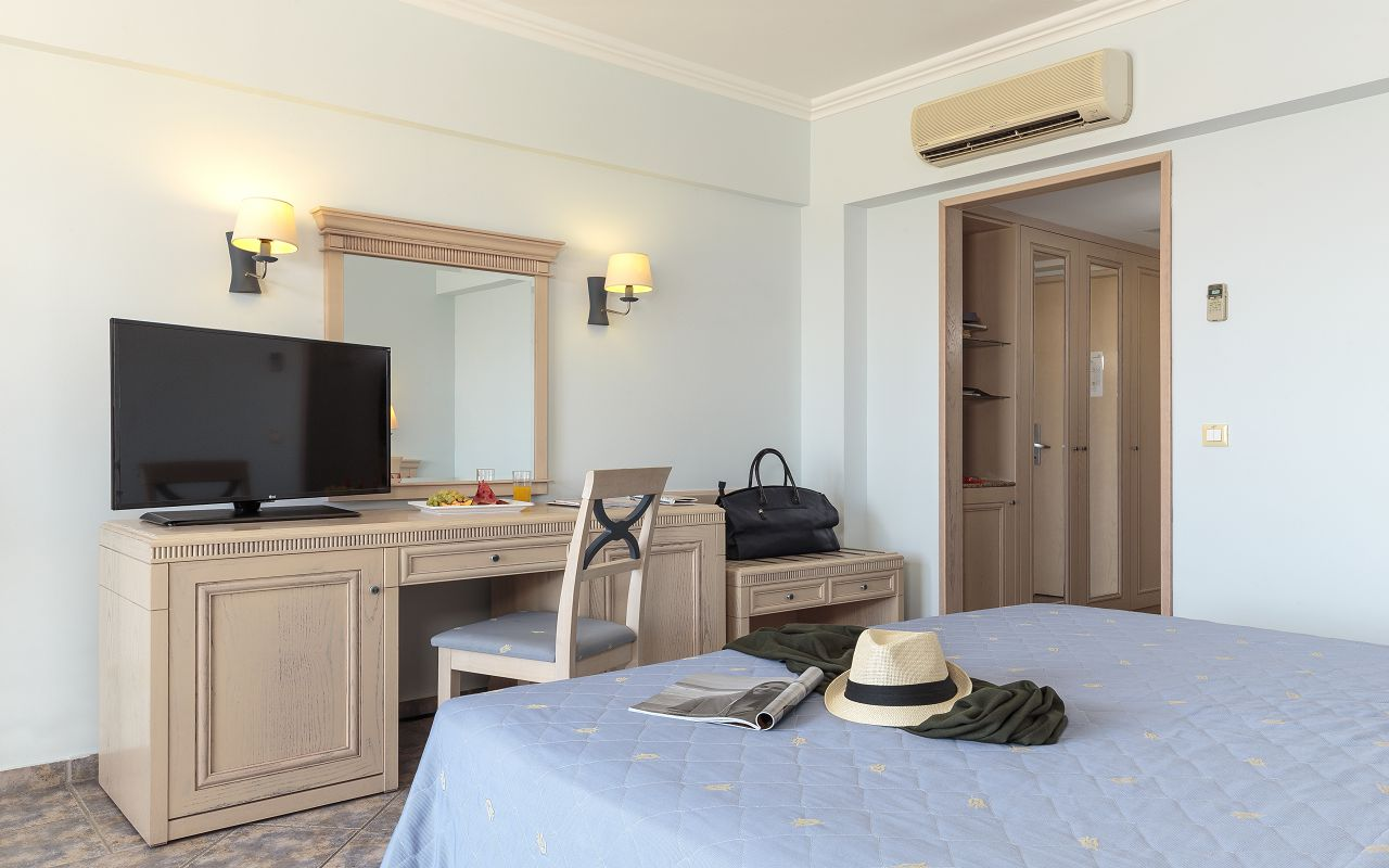 Double Room Standard (1)