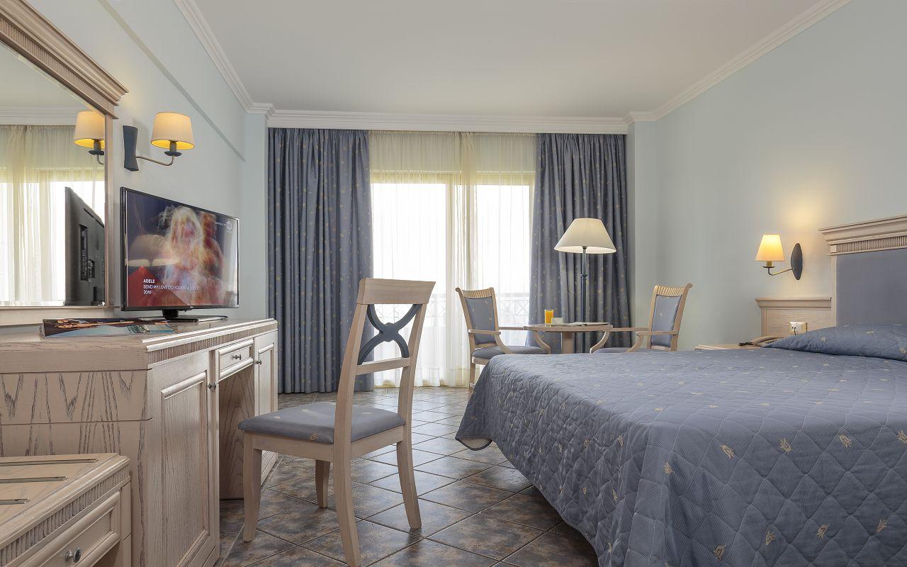 Double Room Standard (2)