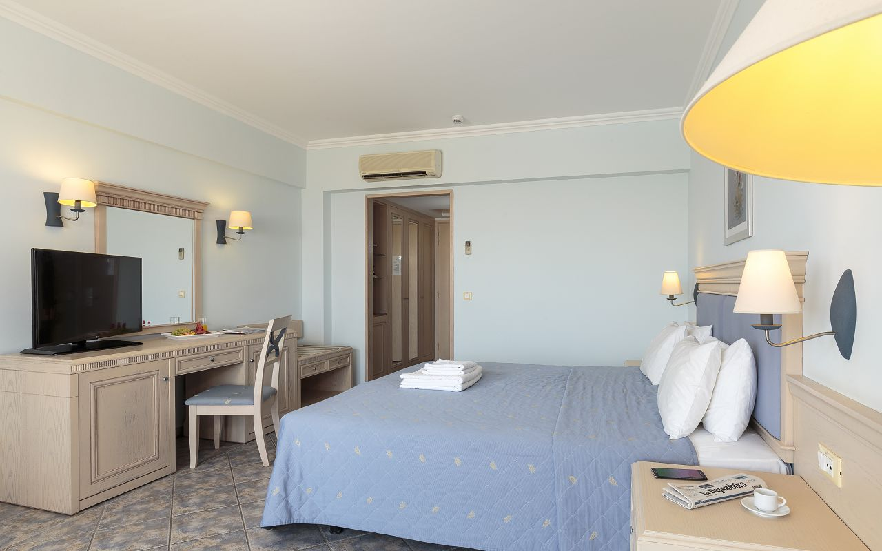 Double Room Standard (5)