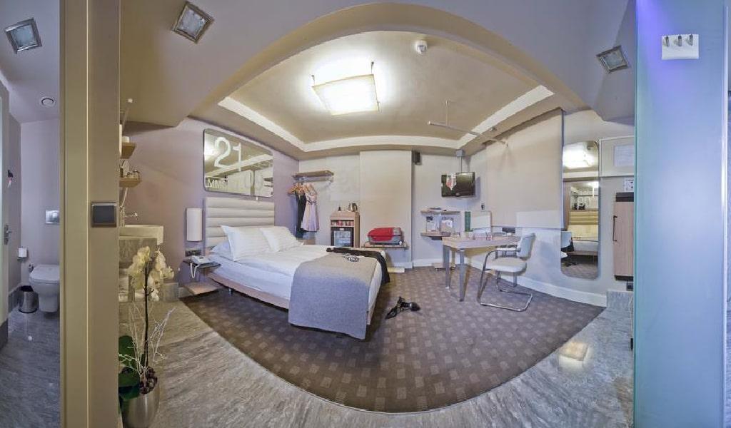 Eccentric Double Room 3-min