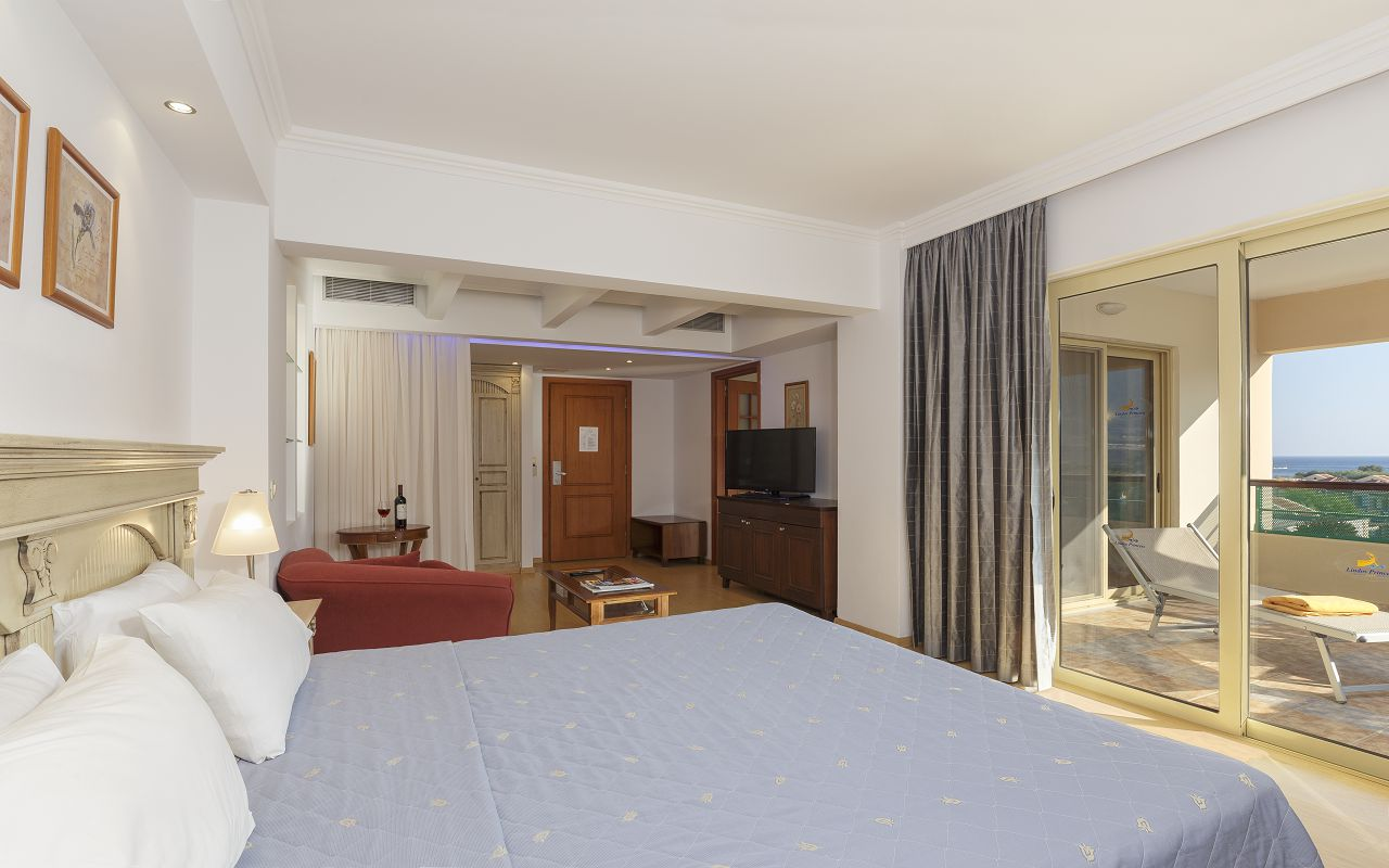 Executive Suite with sea view (3)