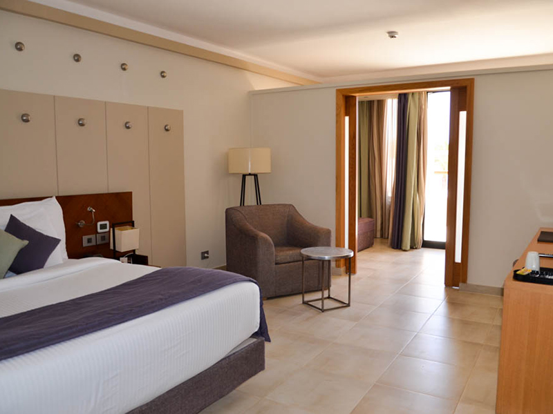 Family Jacuzzi Room (5)