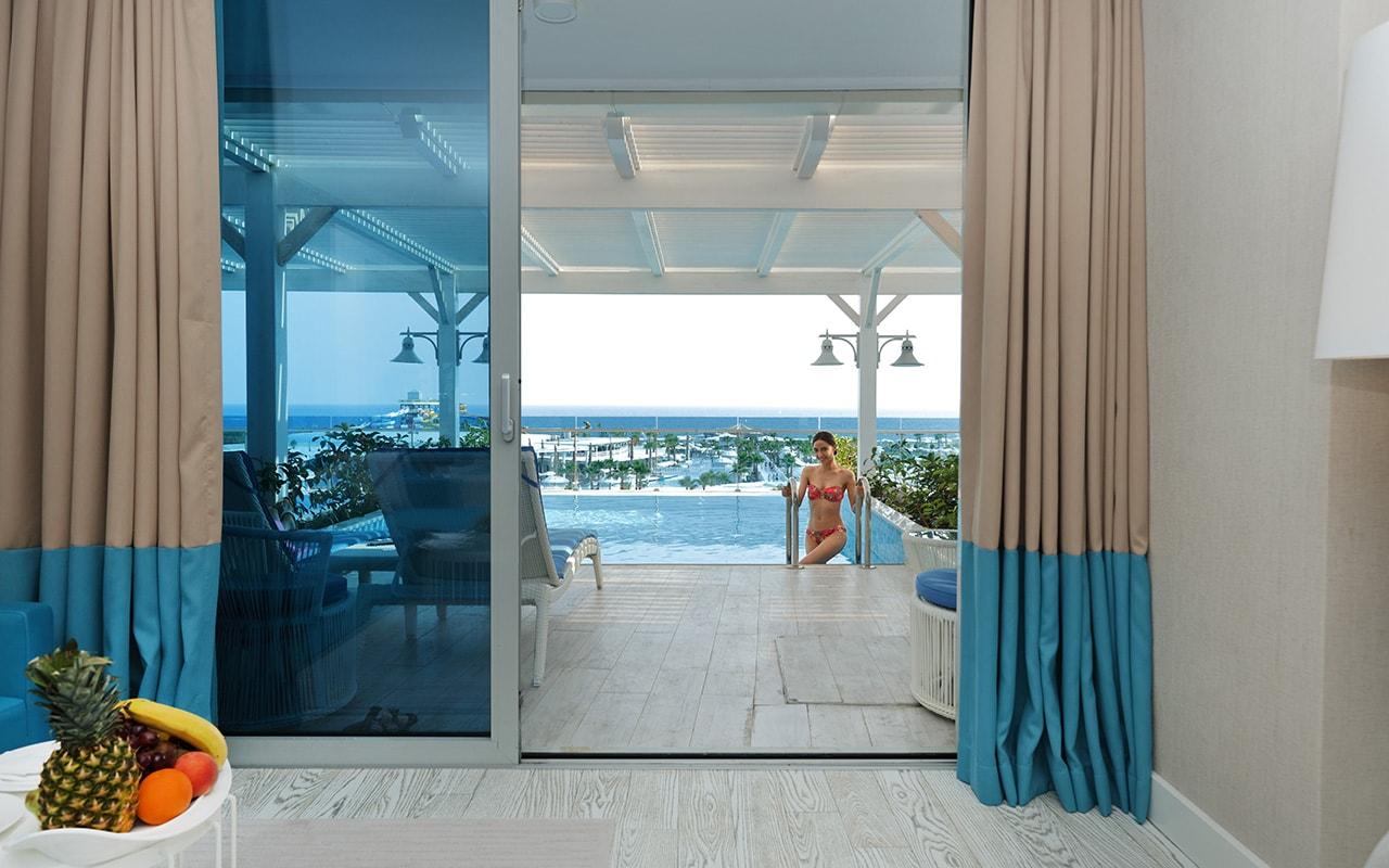 Infinity Terrace & Pool-min