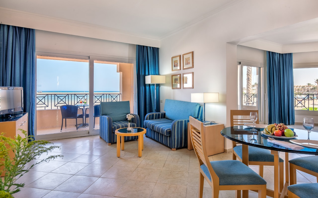 Junior Suite - Living & Dining Area-min