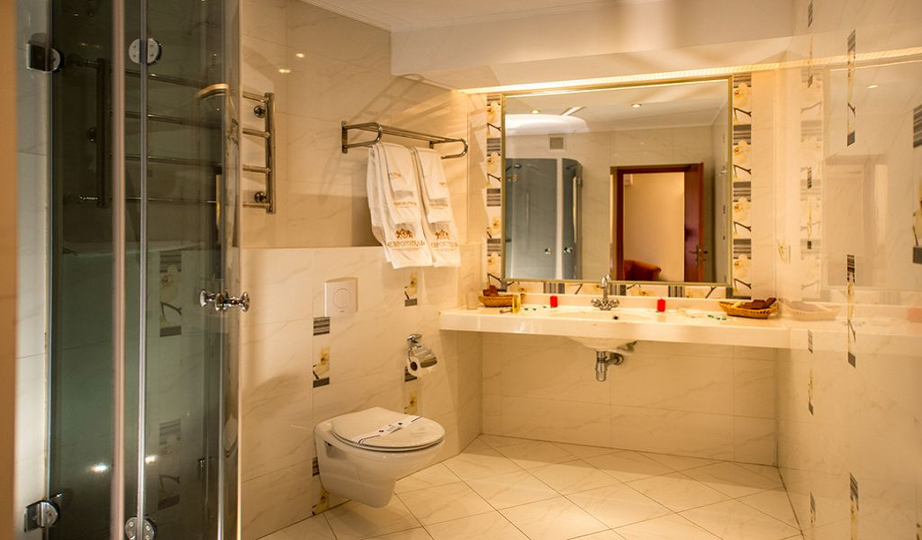 Junior-Suite-bathroom2-3
