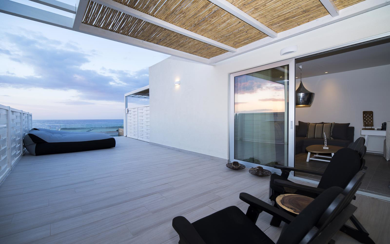 Suite-with-Private-Pool-Sea-View-10-Copy