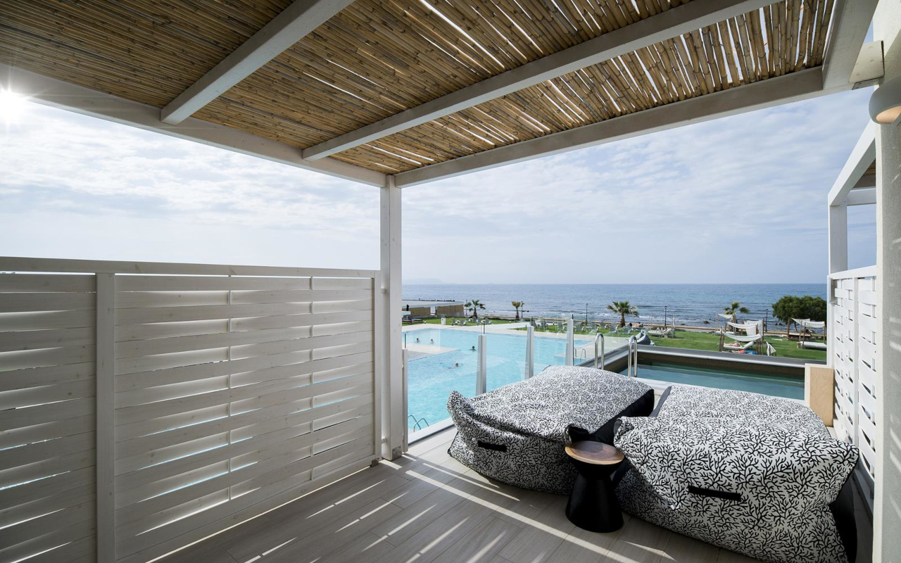 Suite-with-Sharing-Pool-Sea-View-7-Copy