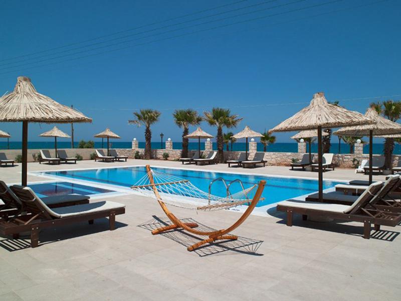 Superior Sharing Pool Sea View2