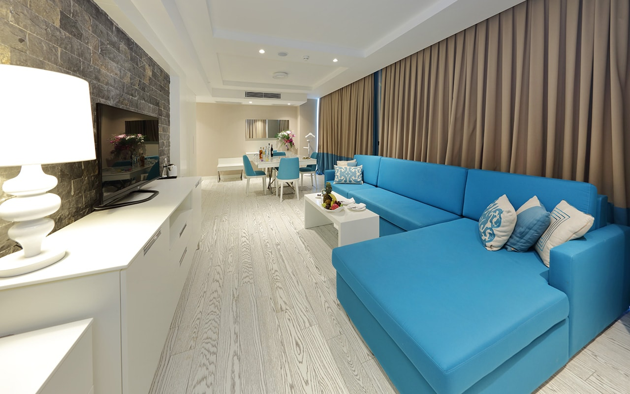 Superior Sueno Suite Living Room 2-min