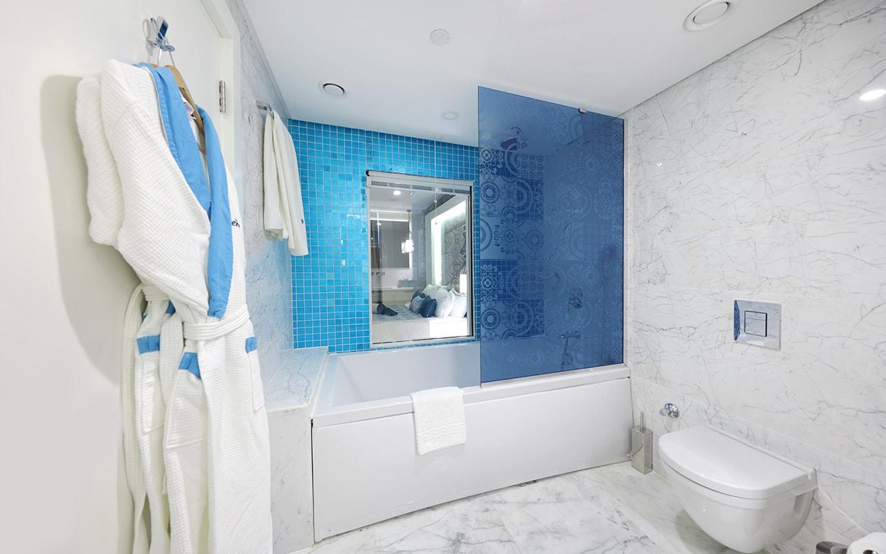 Superior Suite Exclusive Bathroom-min