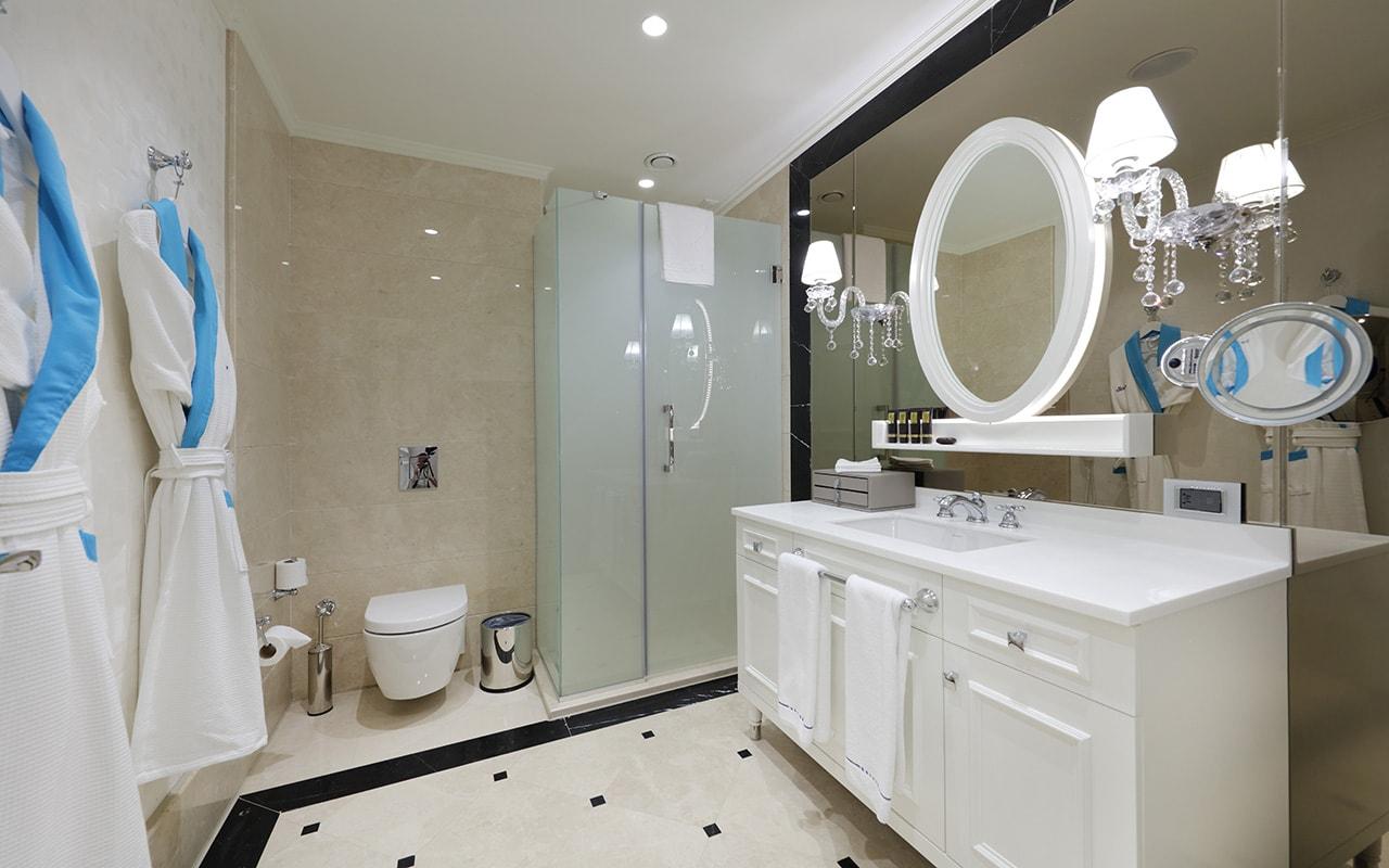 Villa Guest Bathroom 2-min