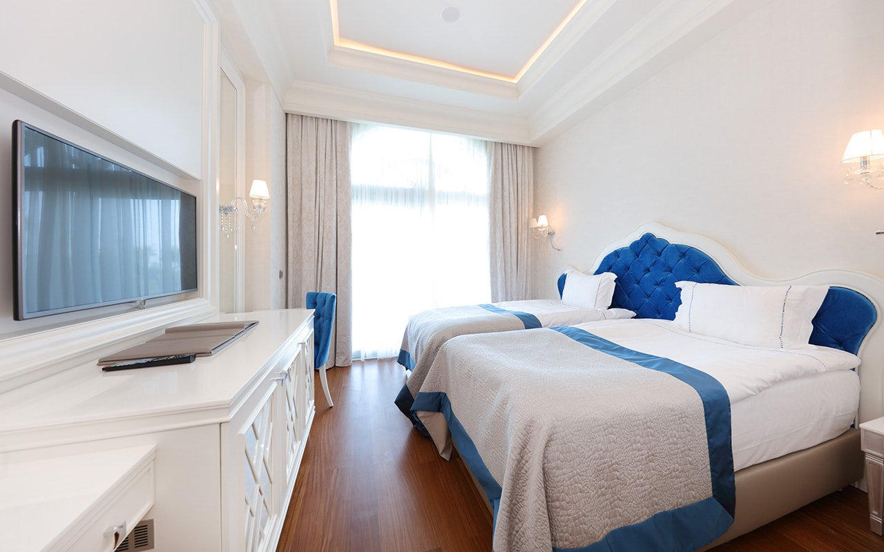 Villa Guest Bedroom-min