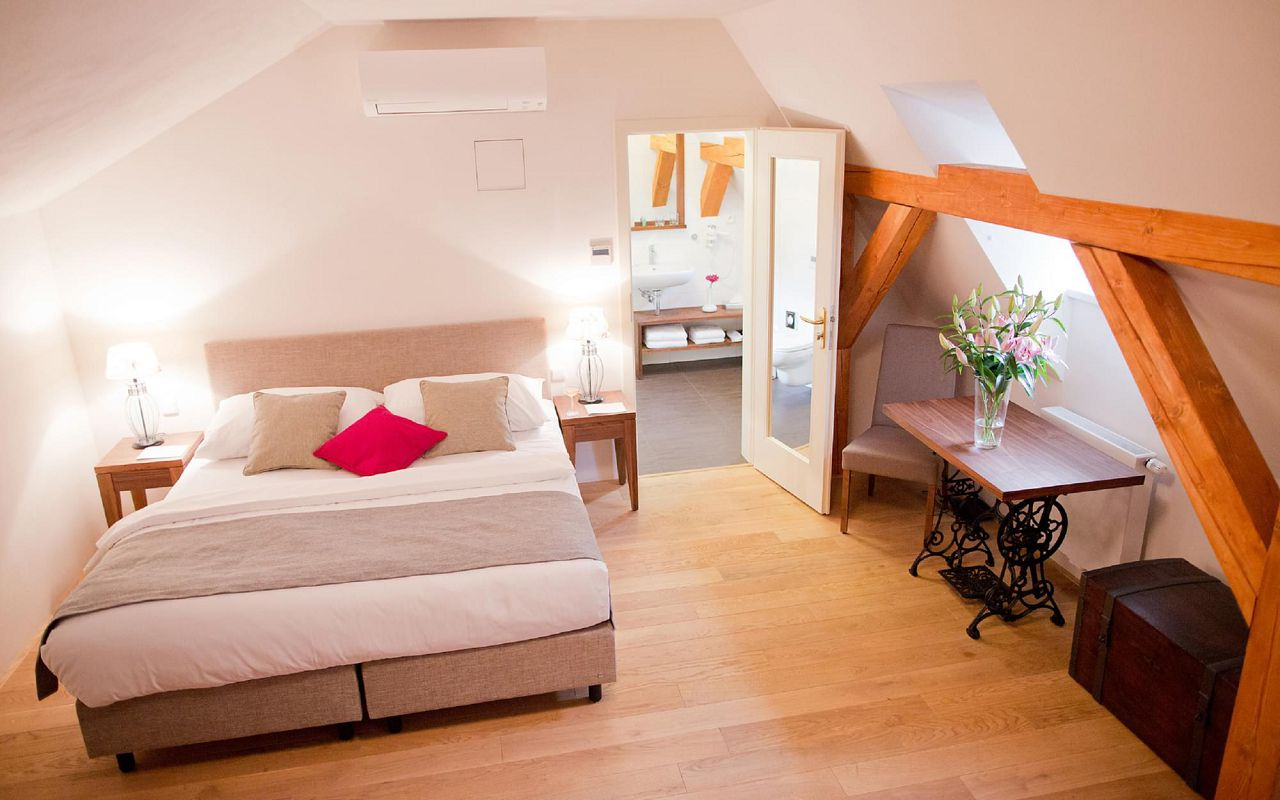 asten-hotels-golden-key-room-junior-suite-01