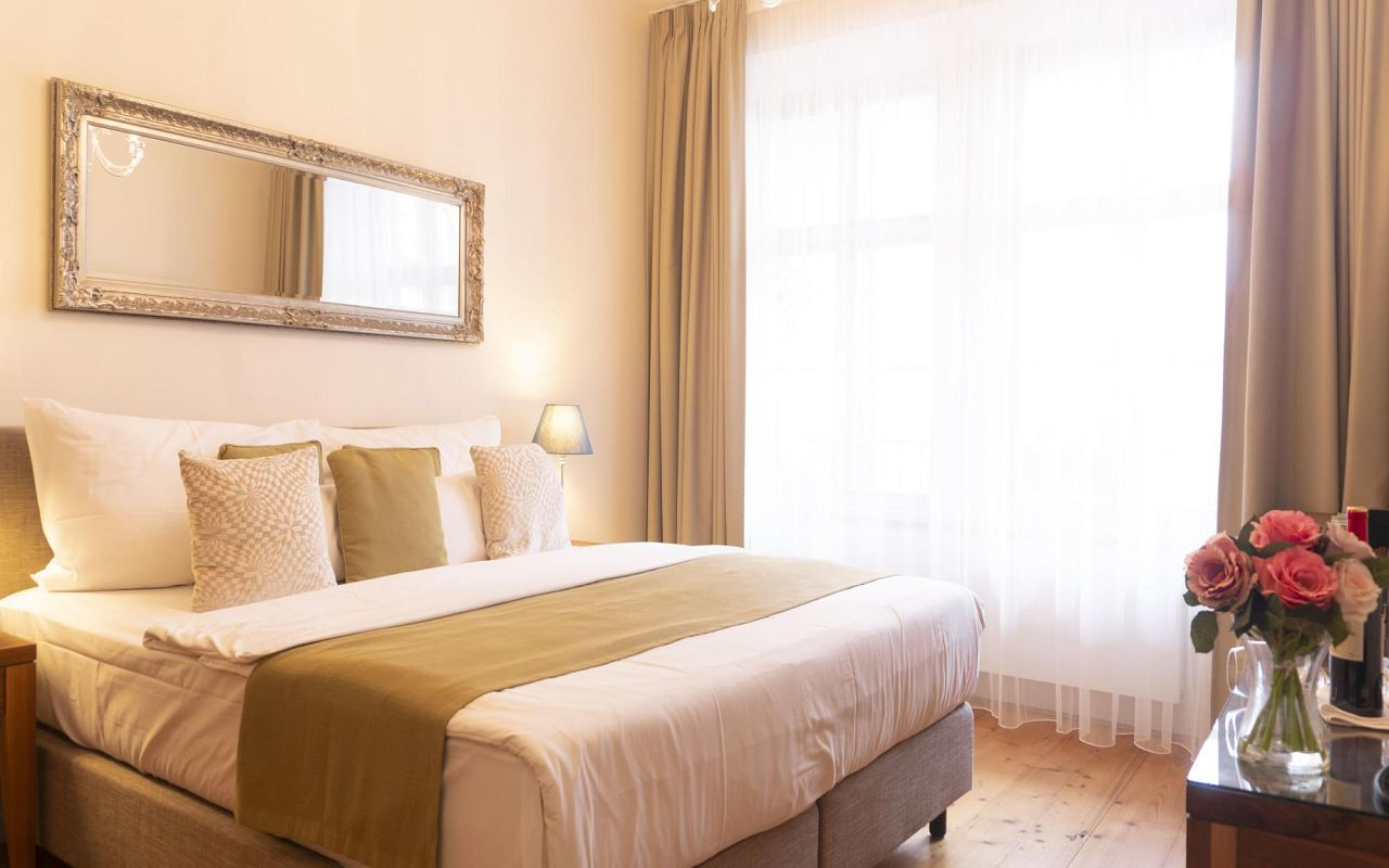 deluxe-room-hotel-golden-key-prague-pict-10