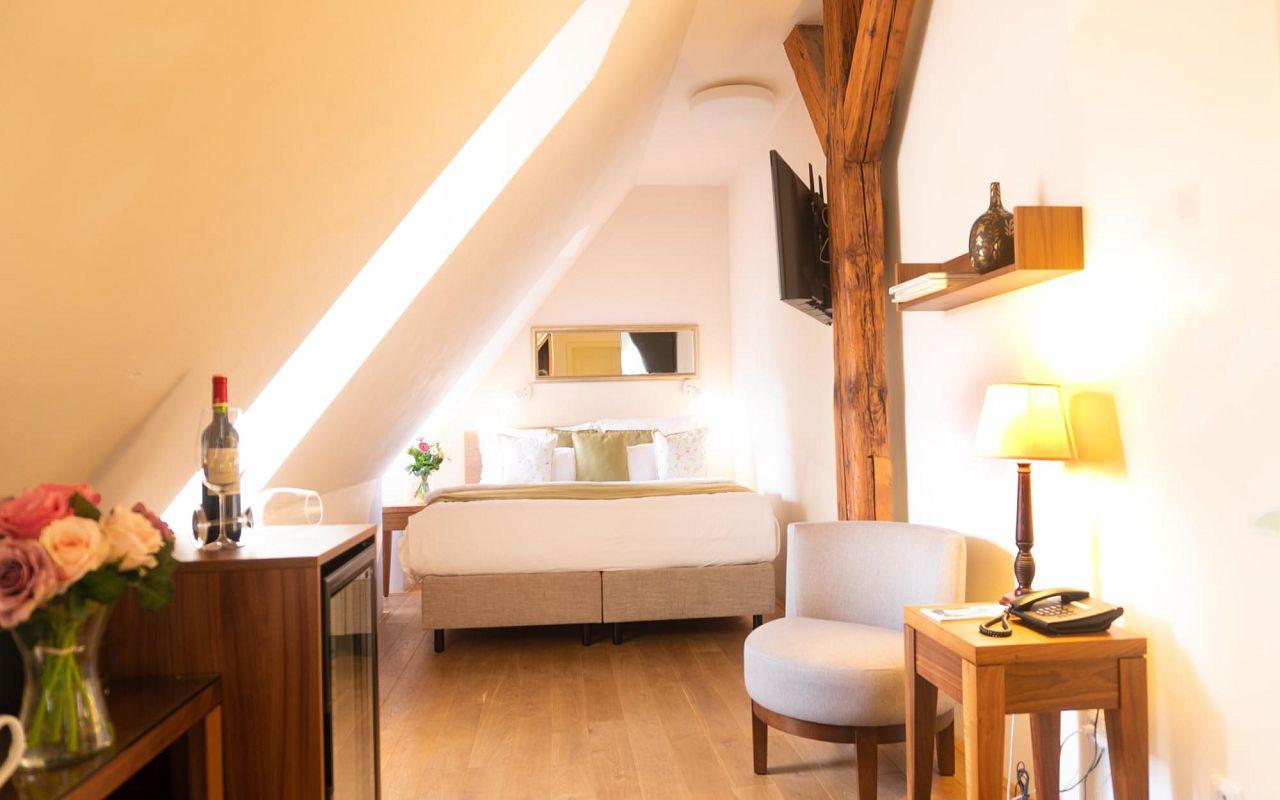 deluxe-room-hotel-golden-key-prague-pict-15