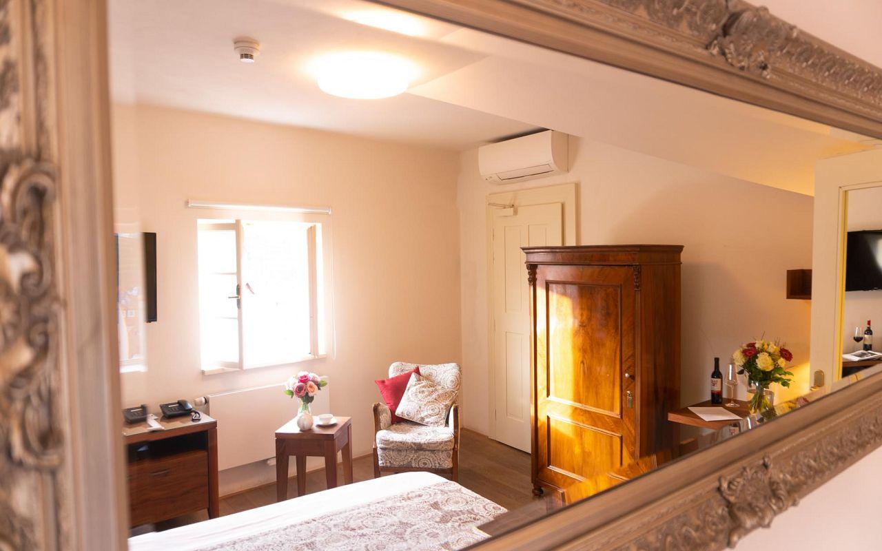 deluxe-room-hotel-golden-key-prague-pict-21