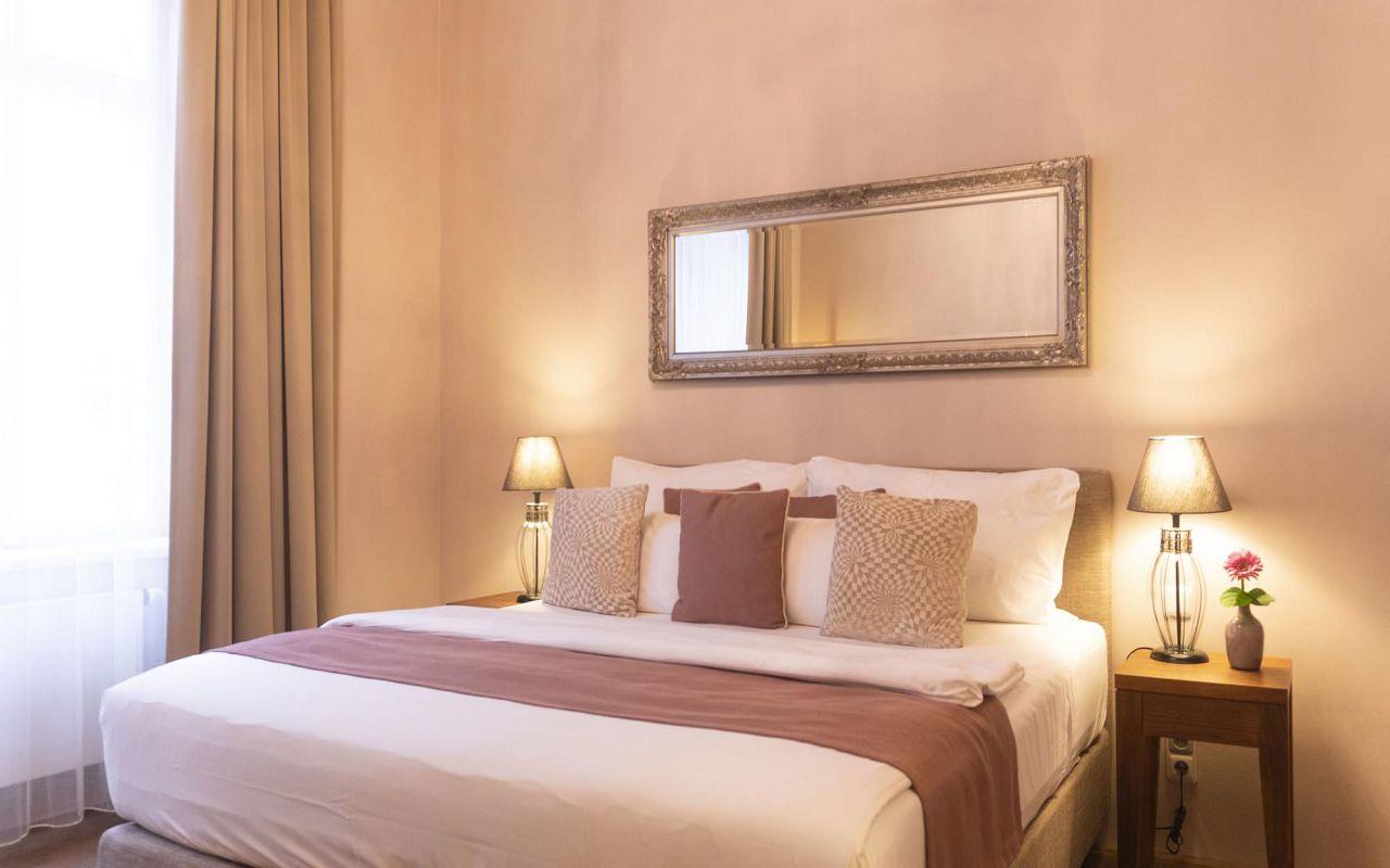 deluxe-room-hotel-golden-key-prague-pict-a