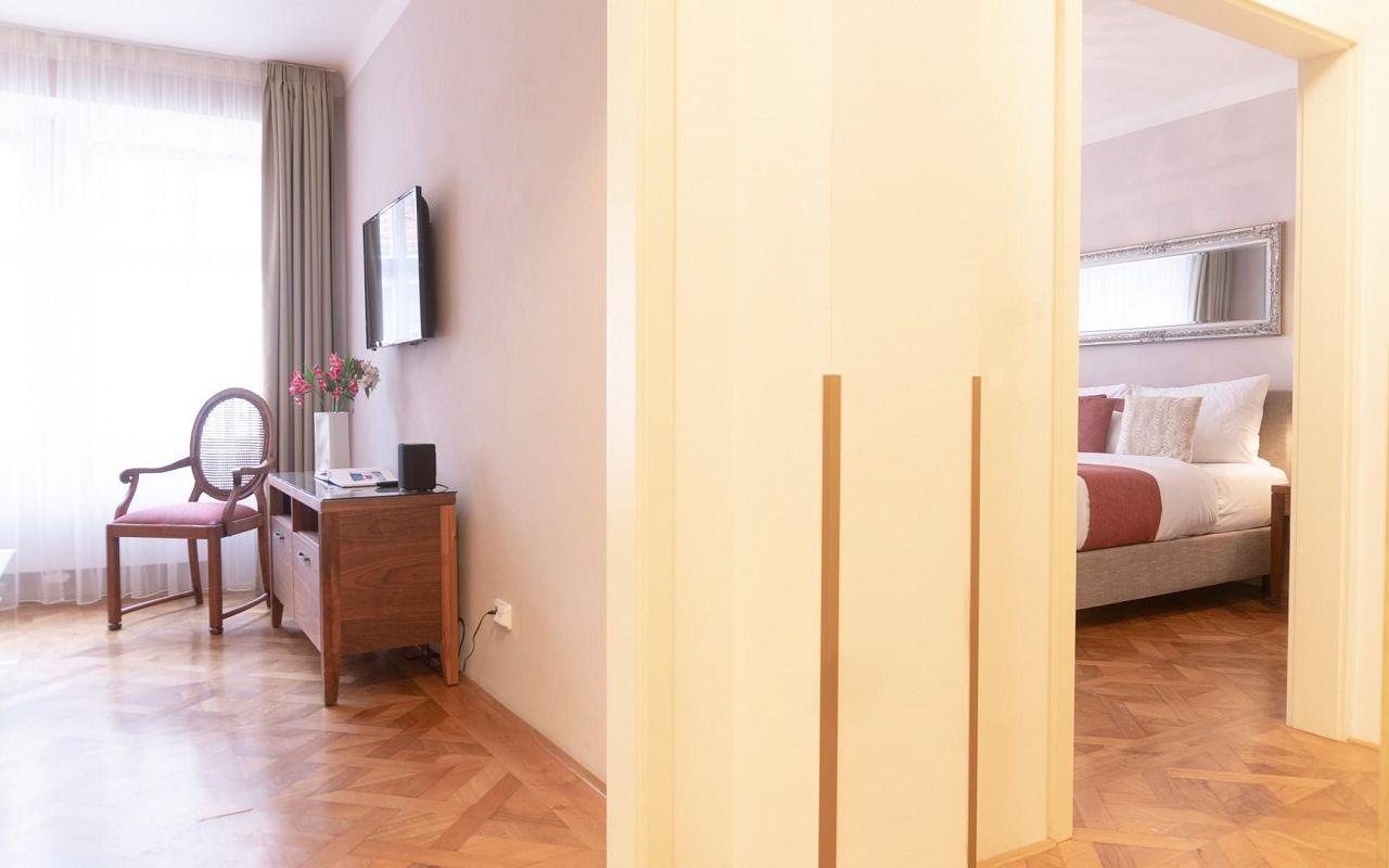 executive-one-bedroom-suite-hotel-golden-key-prague-1