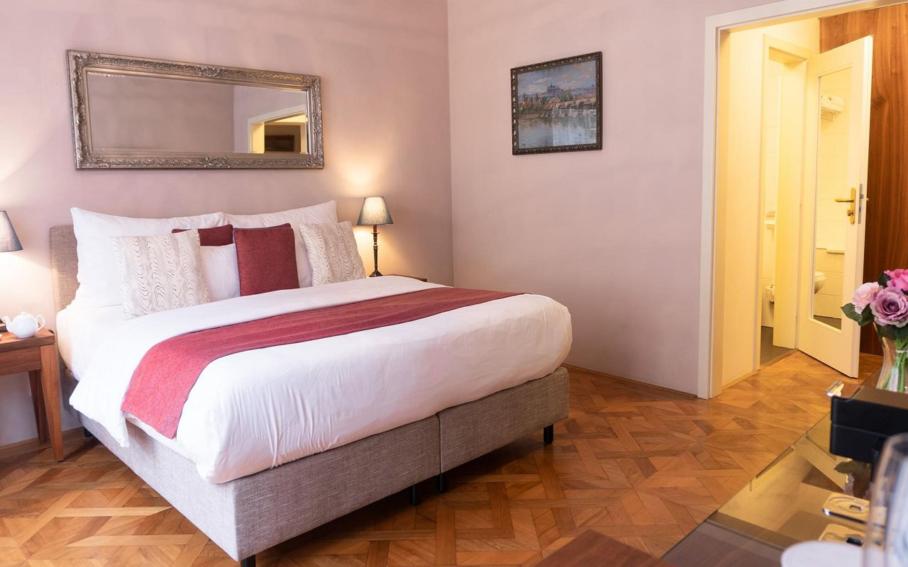executive-one-bedroom-suite-hotel-golden-key-prague-4
